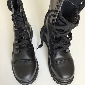 Demonia Rocky 20 lace up boots